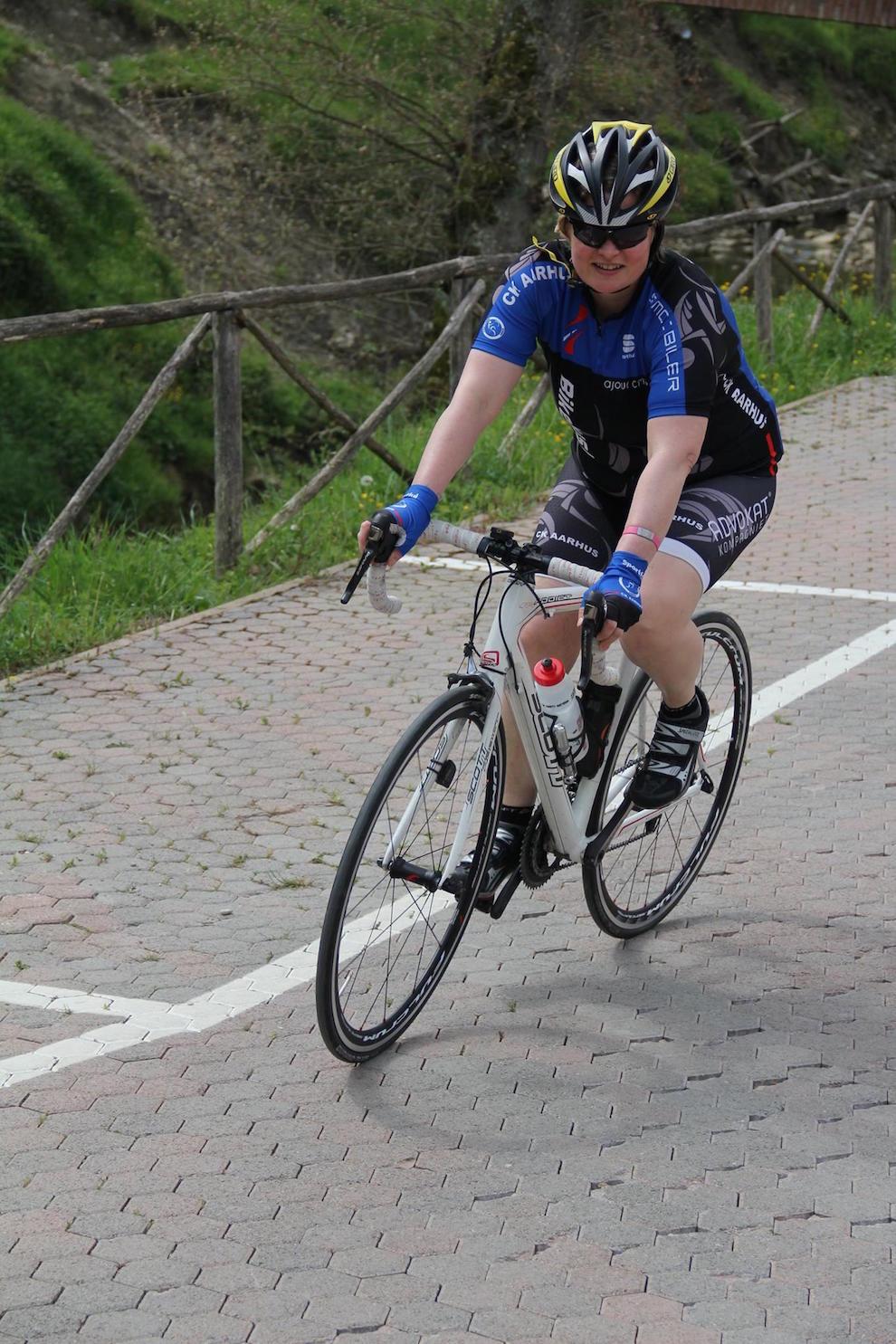 Anne på sin cykel