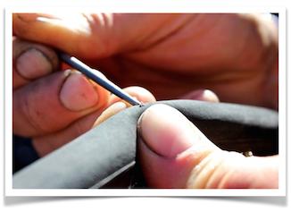 Ved at tjekke sine dæk for småsten vil du kunne mindske risikoen for at punktere
